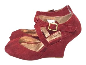 Miss Albright Wedges