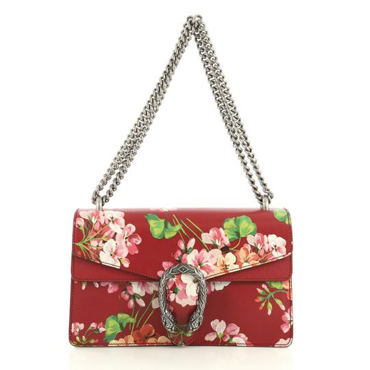 Preload https://img-static.tradesy.com/item/25815425/gucci-chain-dionysus-blooms-print-small-red-leather-shoulder-bag-0-0-540-540.jpg