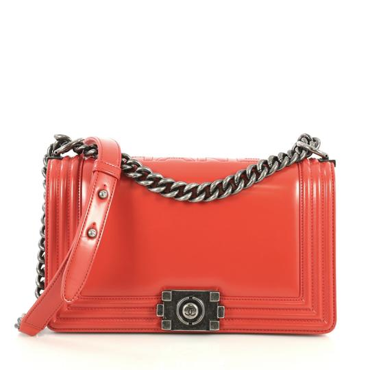 Preload https://img-static.tradesy.com/item/25815489/chanel-classic-flap-boy-reverso-glazed-old-medium-red-calfskin-leather-shoulder-bag-0-0-540-540.jpg