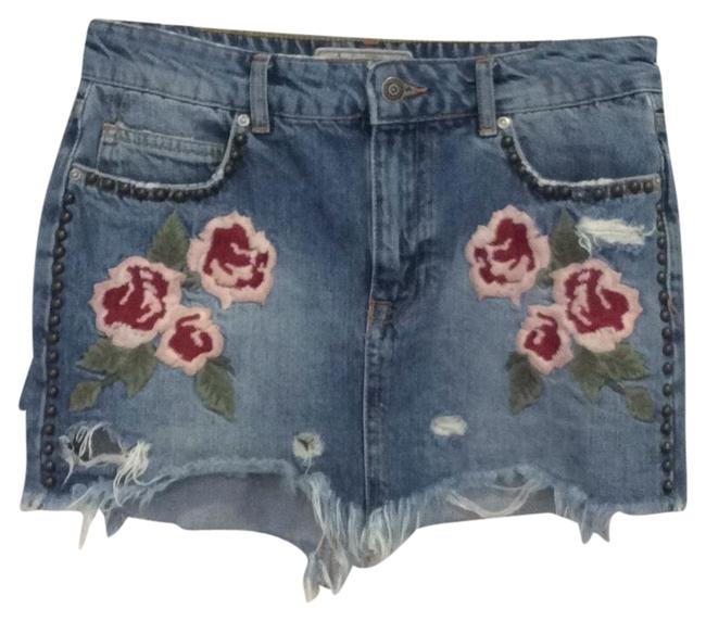Item - Distressed With Embroidery Flowers & Studs Denim Shorts Size 4 (S, 27)
