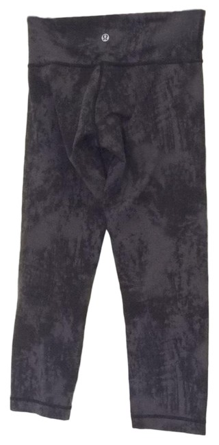 Preload https://img-static.tradesy.com/item/25815764/lululemon-black-and-gray-cropped-activewear-bottoms-size-4-s-0-3-650-650.jpg