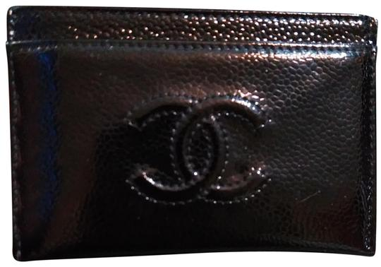 Preload https://img-static.tradesy.com/item/25815953/chanel-card-wallet-glossy-black-patent-leather-clutch-0-8-540-540.jpg