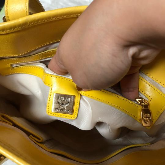 MCM Tote in yellow, white with gold hardware Image 9