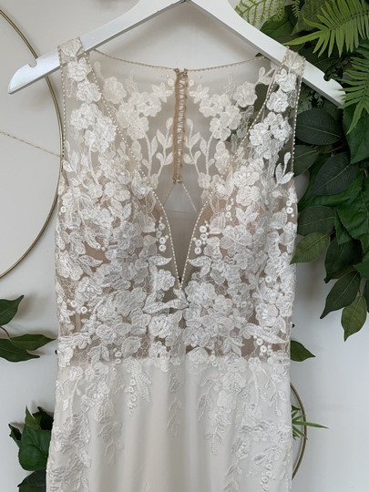Pronovias Off White Crepe Lace and Tulle Alcyone Sexy Wedding Dress Size 8 (M) Image 1