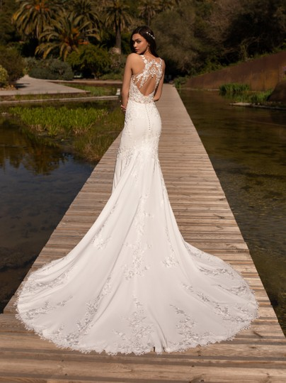 Pronovias Off White Crepe Lace and Tulle Alcyone Sexy Wedding Dress Size 8 (M) Image 9