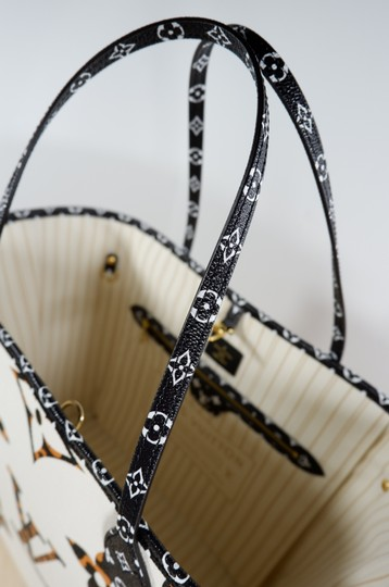 Louis Vuitton Tote in White brown Image 2