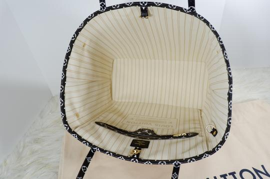 Louis Vuitton Tote in White brown Image 6