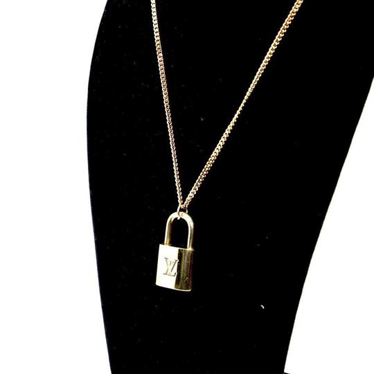 Louis Vuitton 14k Gold Plaquette Made in Italy Chain Signature Padlock and Key 22in Image 2
