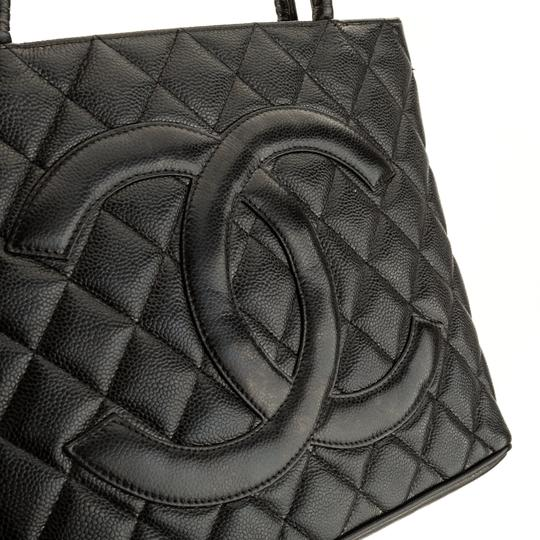 Chanel Tote in Black Image 4