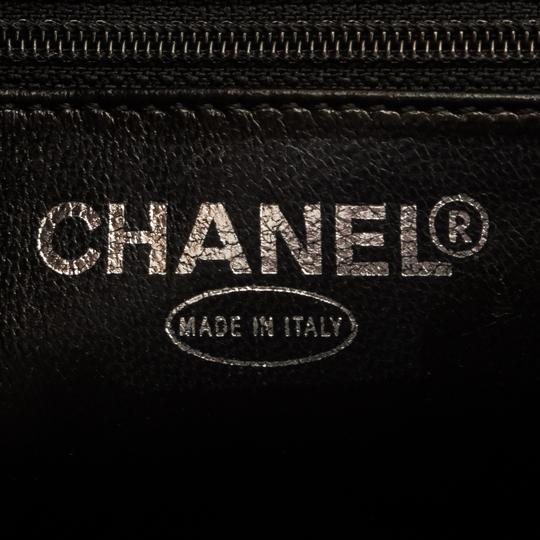 Chanel Tote in Black Image 5