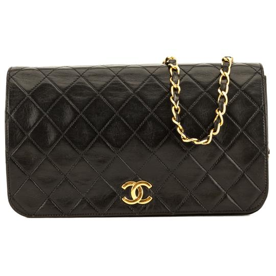 Preload https://img-static.tradesy.com/item/25825030/chanel-quilted-chain-4078006-black-lambskin-clutch-0-0-540-540.jpg
