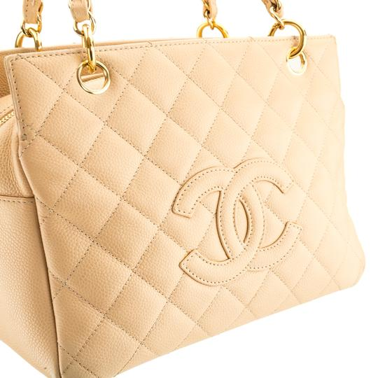 Chanel Tote in Beige Image 3