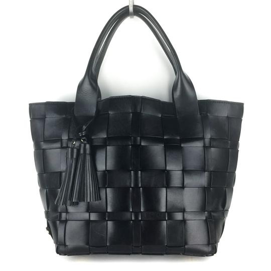 Preload https://img-static.tradesy.com/item/25825785/michael-kors-vivian-medium-black-leather-tote-0-0-540-540.jpg