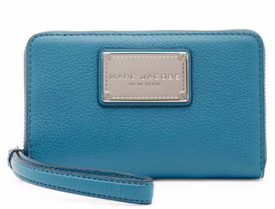 Preload https://img-static.tradesy.com/item/25825806/marc-jacobs-turquoise-classic-zip-phone-leather-wallet-0-0-540-540.jpg