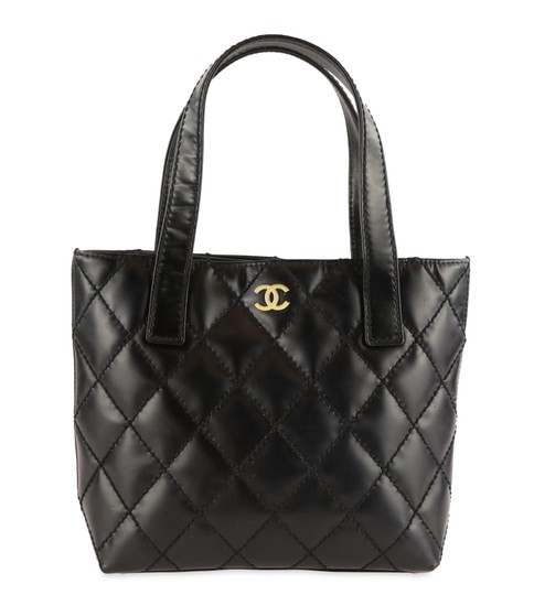 Preload https://img-static.tradesy.com/item/25826667/chanel-quilted-cc-black-leather-tote-0-2-540-540.jpg