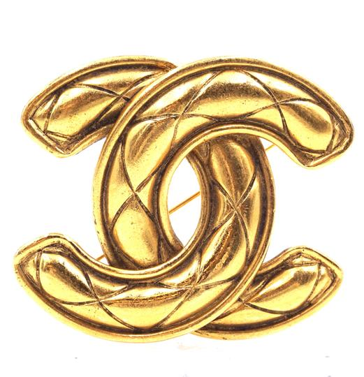 Preload https://img-static.tradesy.com/item/25827000/chanel-31524-ultra-rare-xxl-gold-extra-large-jumbo-cc-quilted-hardware-brooch-pin-charm-0-1-540-540.jpg