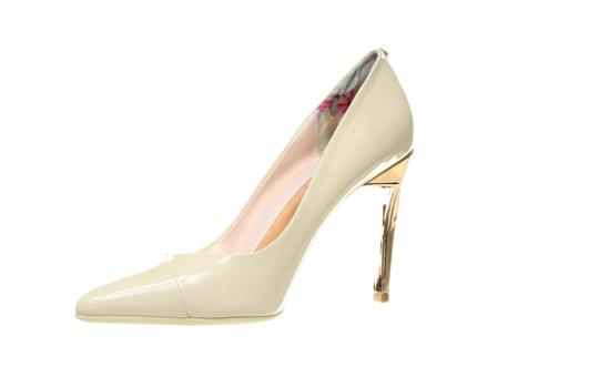 Preload https://img-static.tradesy.com/item/25829821/ted-baker-light-pink-and-rose-gold-cossay-leather-stiletto-pumps-size-us-8-regular-m-b-0-0-540-540.jpg