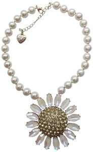 Betsey Johnson Betsey Johnson New White Daisy/Pearl Necklace