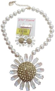 Betsey Johnson Betsey Johnson New White Daisy/Pearl Necklace & Earrings