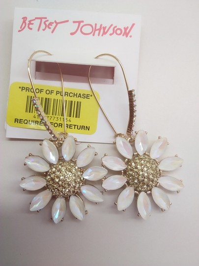 Betsey Johnson Betsey Johnson New White Daisy/Pearl Necklace & Earrings Image 5