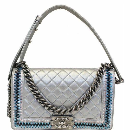 Preload https://img-static.tradesy.com/item/25833427/chanel-wallet-on-chain-boy-medium-embroidered-silver-lambskin-leather-shoulder-bag-0-0-540-540.jpg