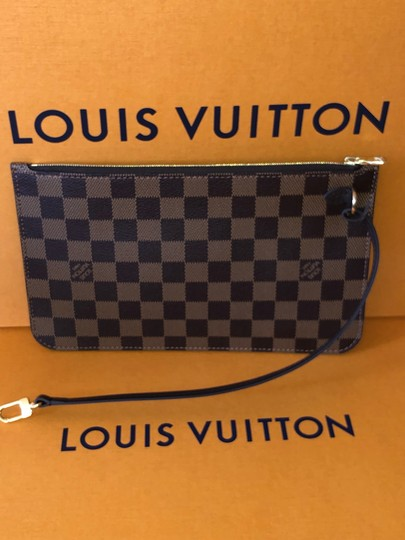 Louis Vuitton Wristlet in red Image 9