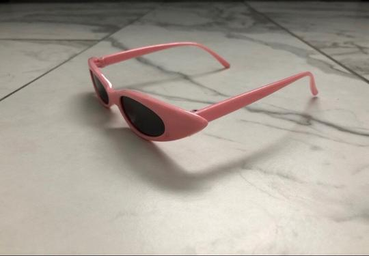 Unbranded pink sunglasses/ small tiny narrow sunglasses/ summer festival trends/ baby pink sunnies/ pink shades Image 5