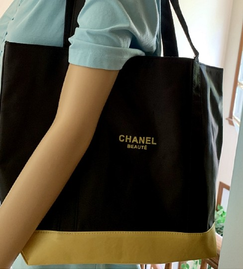 Chanel Beaute Brand New Tote/Chanel No. 5-FULL SIZE BOTTLE-And Other Beauty Products Image 11