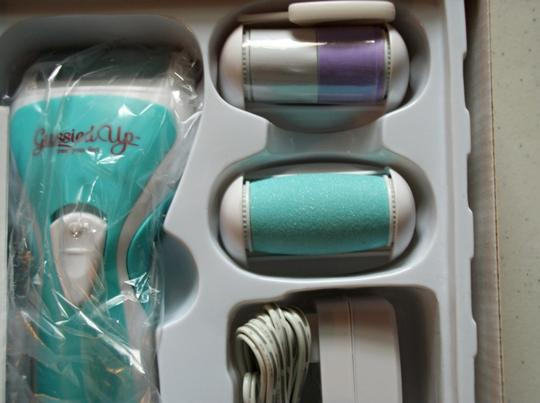 Gussied Up Gussied Up Rechargeable Callus Remover For Feet Image 3
