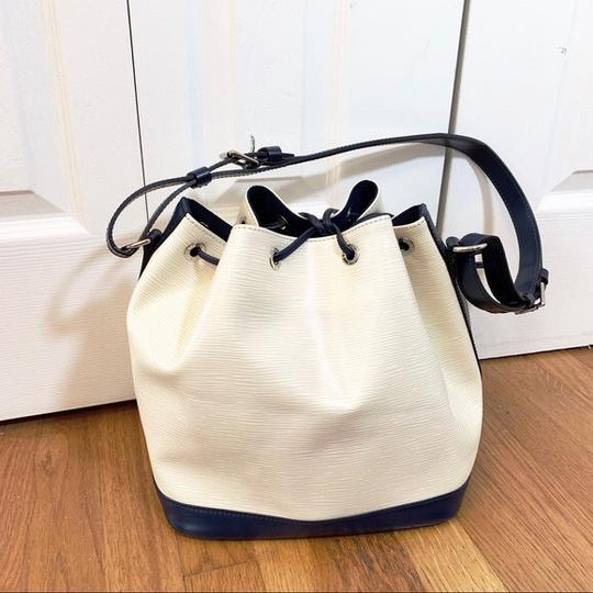 Louis Vuitton Tote in Vanille, Creme, Blue Marine, Navy Image 1