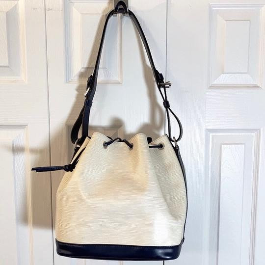 Louis Vuitton Tote in Vanille, Creme, Blue Marine, Navy Image 2