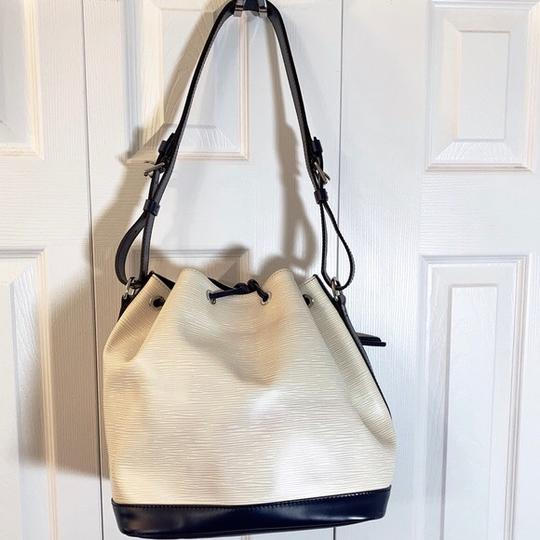 Louis Vuitton Tote in Vanille, Creme, Blue Marine, Navy Image 3