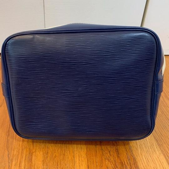 Louis Vuitton Tote in Vanille, Creme, Blue Marine, Navy Image 5