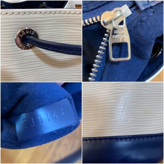 Louis Vuitton Tote in Vanille, Creme, Blue Marine, Navy Image 7