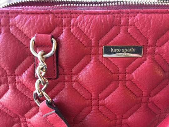 Preload https://item4.tradesy.com/images/kate-spade-patterned-zip-top-purse-red-with-pink-lining-leather-shoulder-bag-25834273-0-0.jpg?width=440&height=440