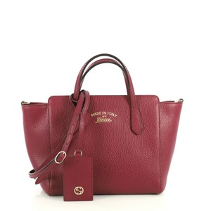 Gucci Swing Crossbody Satchel in red