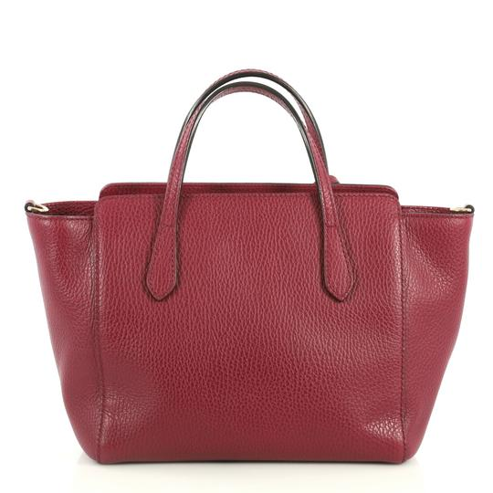 Gucci Swing Crossbody Satchel in red Image 2