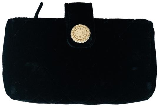 Preload https://img-static.tradesy.com/item/25834464/chanel-quilted-black-velvet-clutch-0-1-540-540.jpg