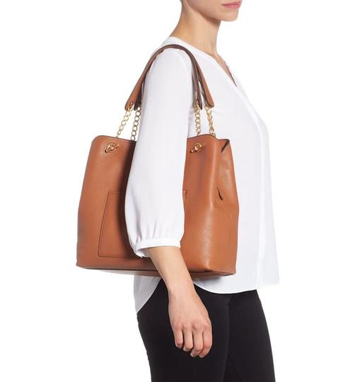Tory Burch Leather Chelsea Tote in classic tan Image 1