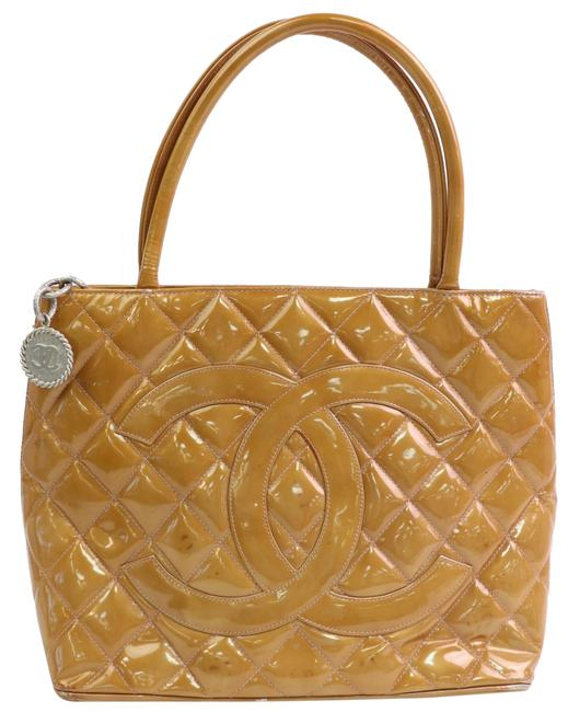 Item - Quilted Salmon Orange Medallion Zip 8711073 Brown Patent Leather Tote
