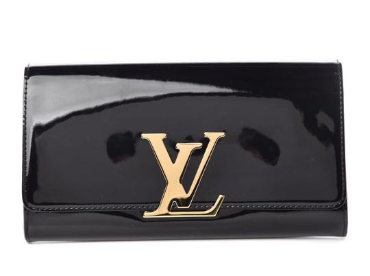 Preload https://img-static.tradesy.com/item/25838247/louis-vuitton-vernis-logo-black-patent-leather-clutch-0-0-540-540.jpg