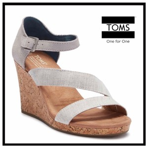381a40f1908 Toms on Sale - Up to 80% off at Tradesy