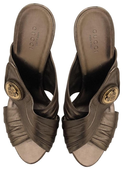Item - Metallic Bronze with Gold Logo Heels Formal Shoes Size US 8 Wide (C, D)