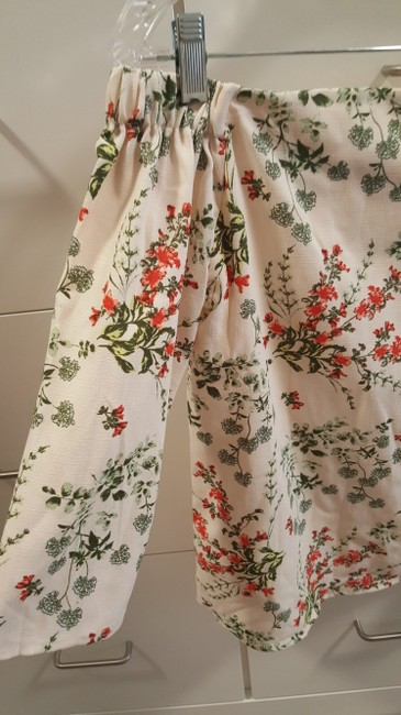 Charming Charlie Top cream/red/green Image 1