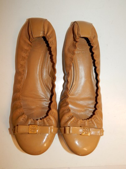 Tory Burch Ballet Scrunch Medallion Bow Brown Flats Image 11