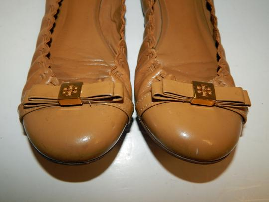 Tory Burch Ballet Scrunch Medallion Bow Brown Flats Image 4