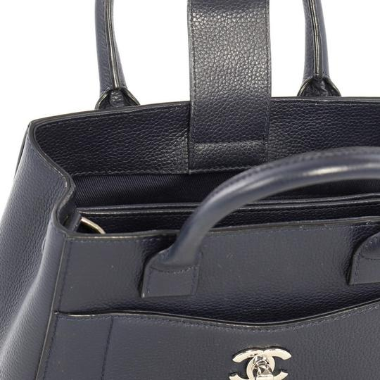 Chanel Leather Tote in blue Image 8