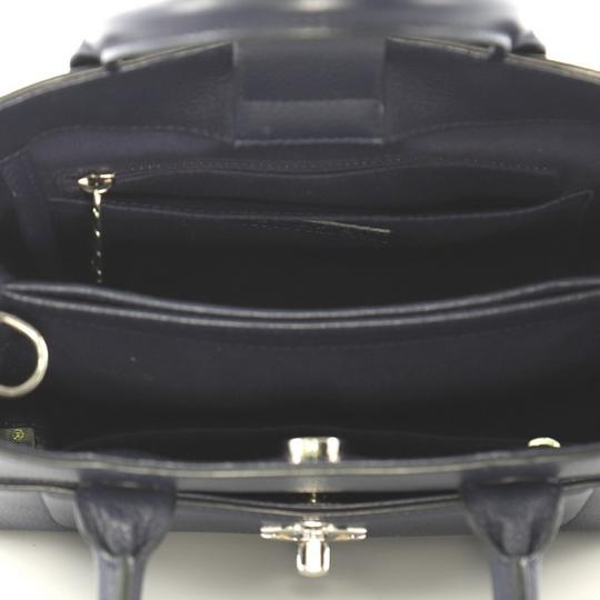 Chanel Leather Tote in blue Image 9