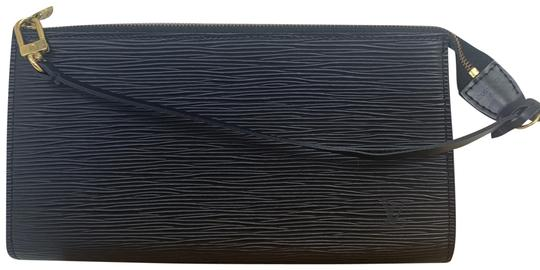 Preload https://img-static.tradesy.com/item/25840778/louis-vuitton-pochette-clutch-0-1-540-540.jpg