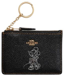a8a80a662af8 Coach Wallets on Sale - Up to 70% off at Tradesy